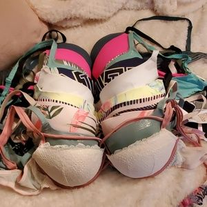 Very good condition Victoria secret bras